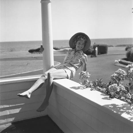 Hat, Human leg, Elbow, Monochrome, Sun hat, Knee, Foot, Monochrome photography, Black-and-white, Vintage clothing,