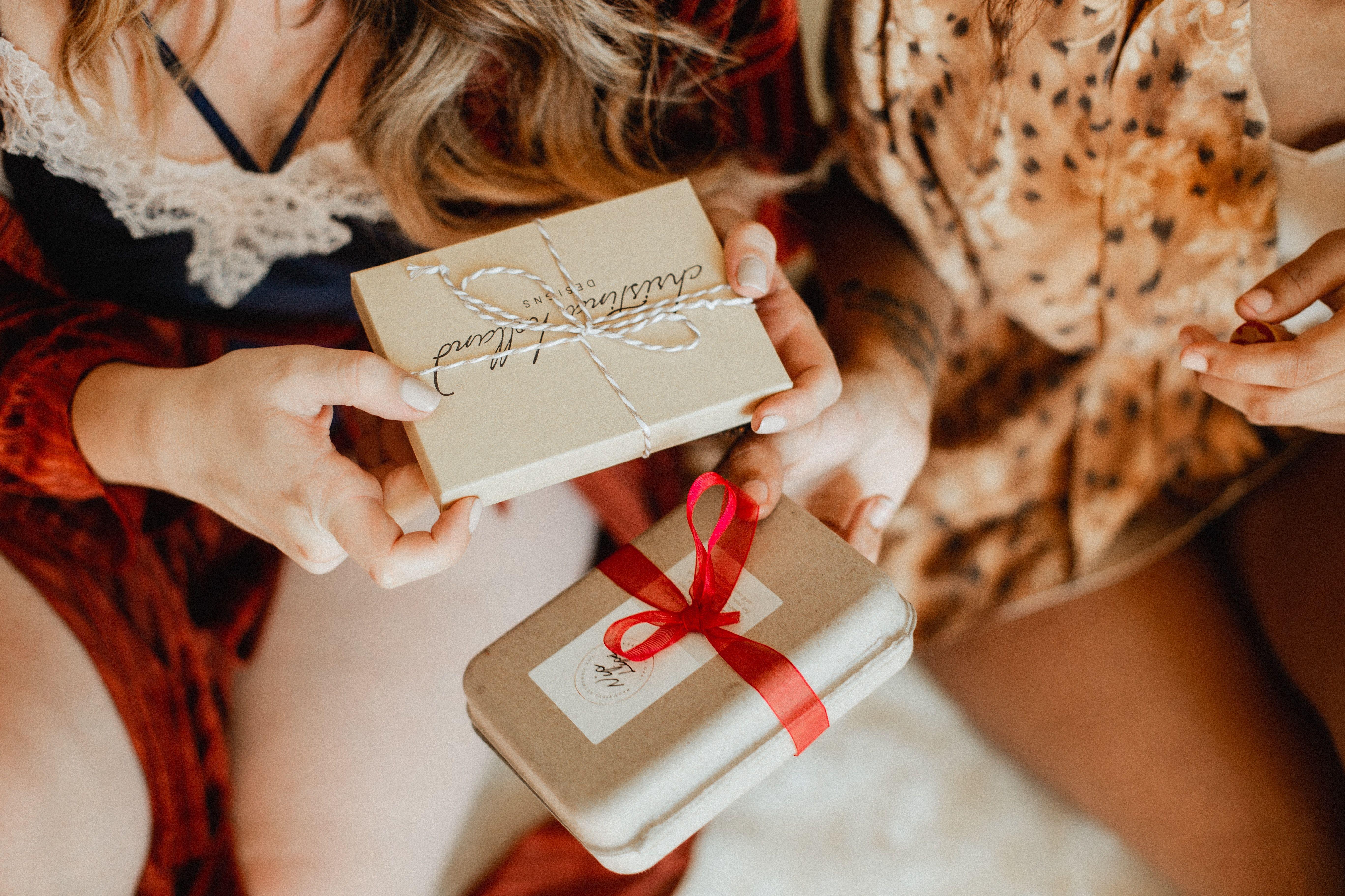Questi sono i regali di Natale (last minute) per lei, che raccontano una storia e significano ti voglio bene