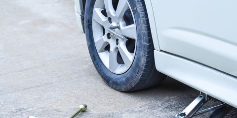 Car Tire Completely Flat, How To Use A Car Jack Safely, Car Tire Completely Flat