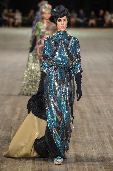 Fashion, Fashion model, Fashion show, Clothing, Runway, Haute couture, Outerwear, Fashion design, Event, Textile,