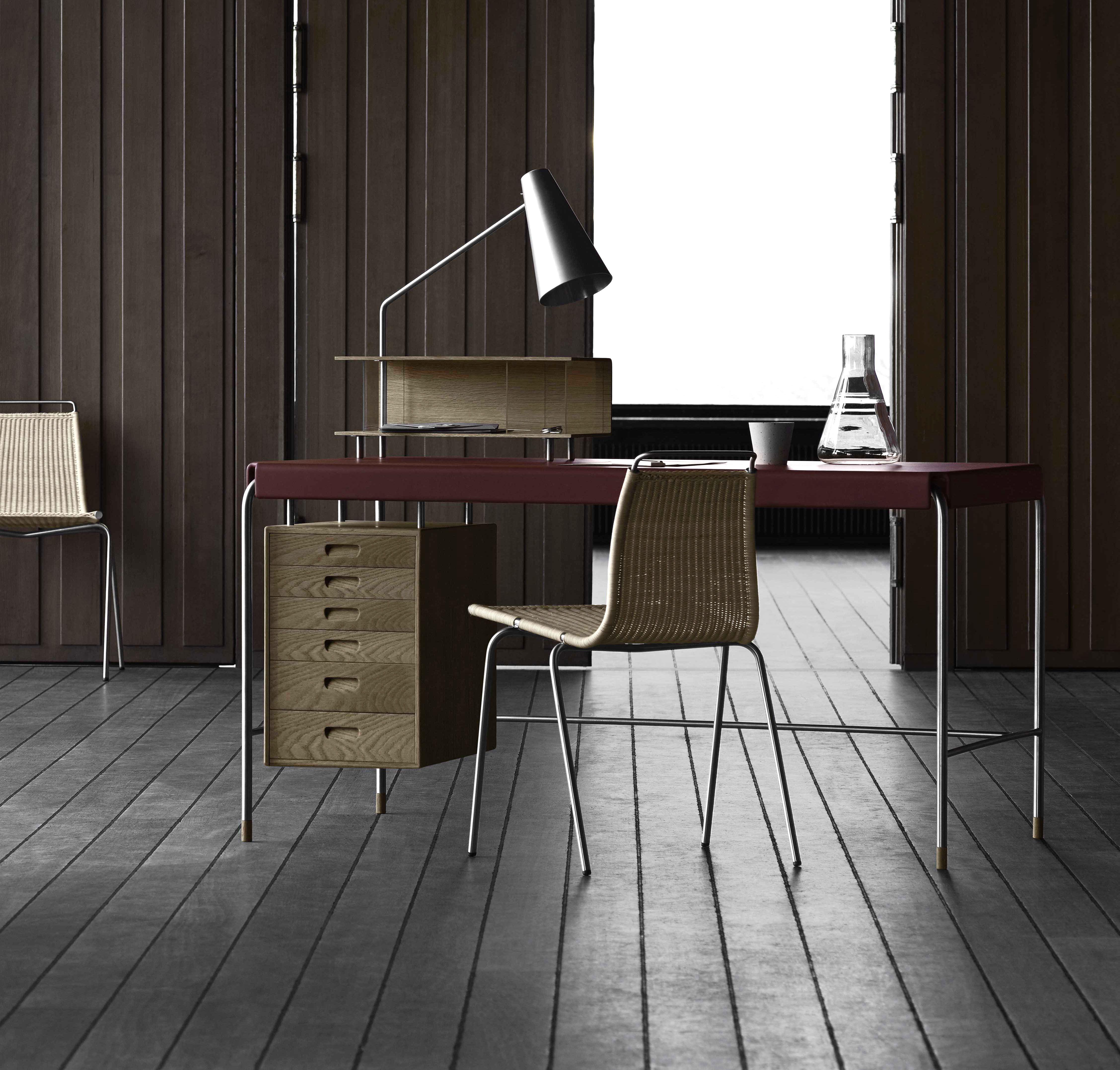 Tavoli e scrivanie da ufficio:Society Table di Arne Jacobsen per Carl Hansen & Søn