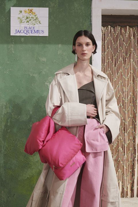 Sleeve, Textile, Bag, Street fashion, Beige, Vintage clothing, Luggage and bags, Shoulder bag, Fashion model, Fashion design,