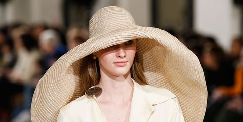 8 oversized straw hats that will complete your summer wardrobe b3345dc8388