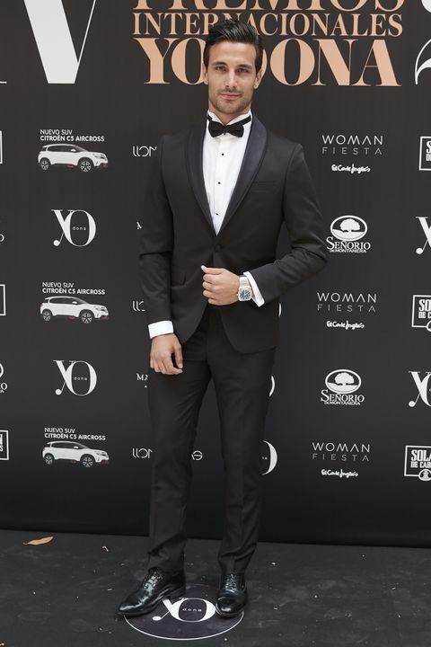 Suit, Formal wear, Tuxedo, Carpet, Premiere, Outerwear, Blazer, Event, Bow tie, White-collar worker,