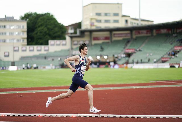 el atleta noruego jakob ingebrigtsen corre en los impossible games de oslo el pasado 11 de junio, donde batió el récord europeo de los 2000m
