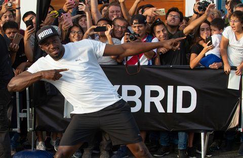Usain Bolt posa en Lima (Perú) antes de correr contra un mototaxi