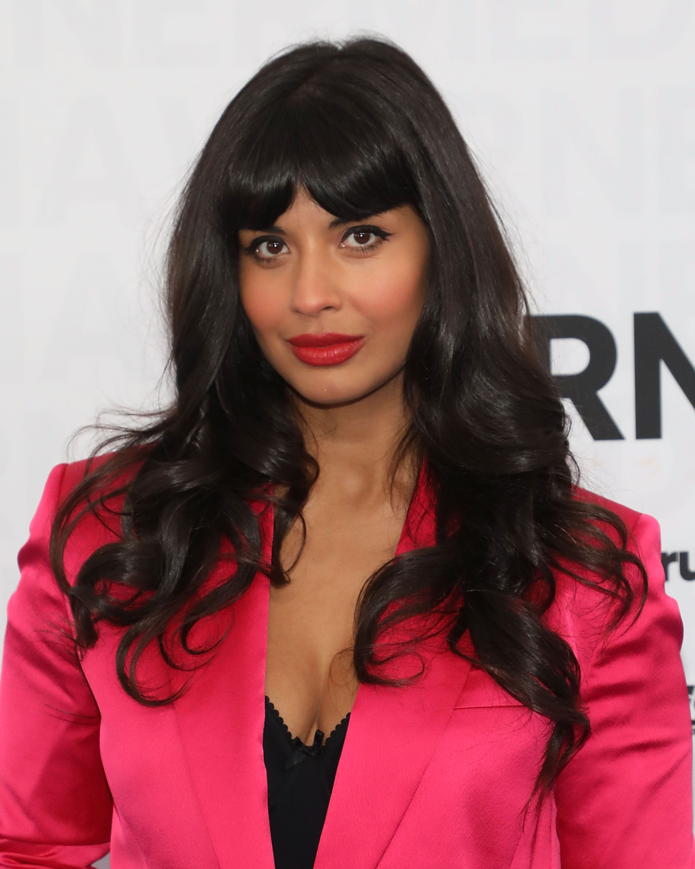 "Jameela Jamil Says That She Doesn't ""Dislike"" the Kardashians"