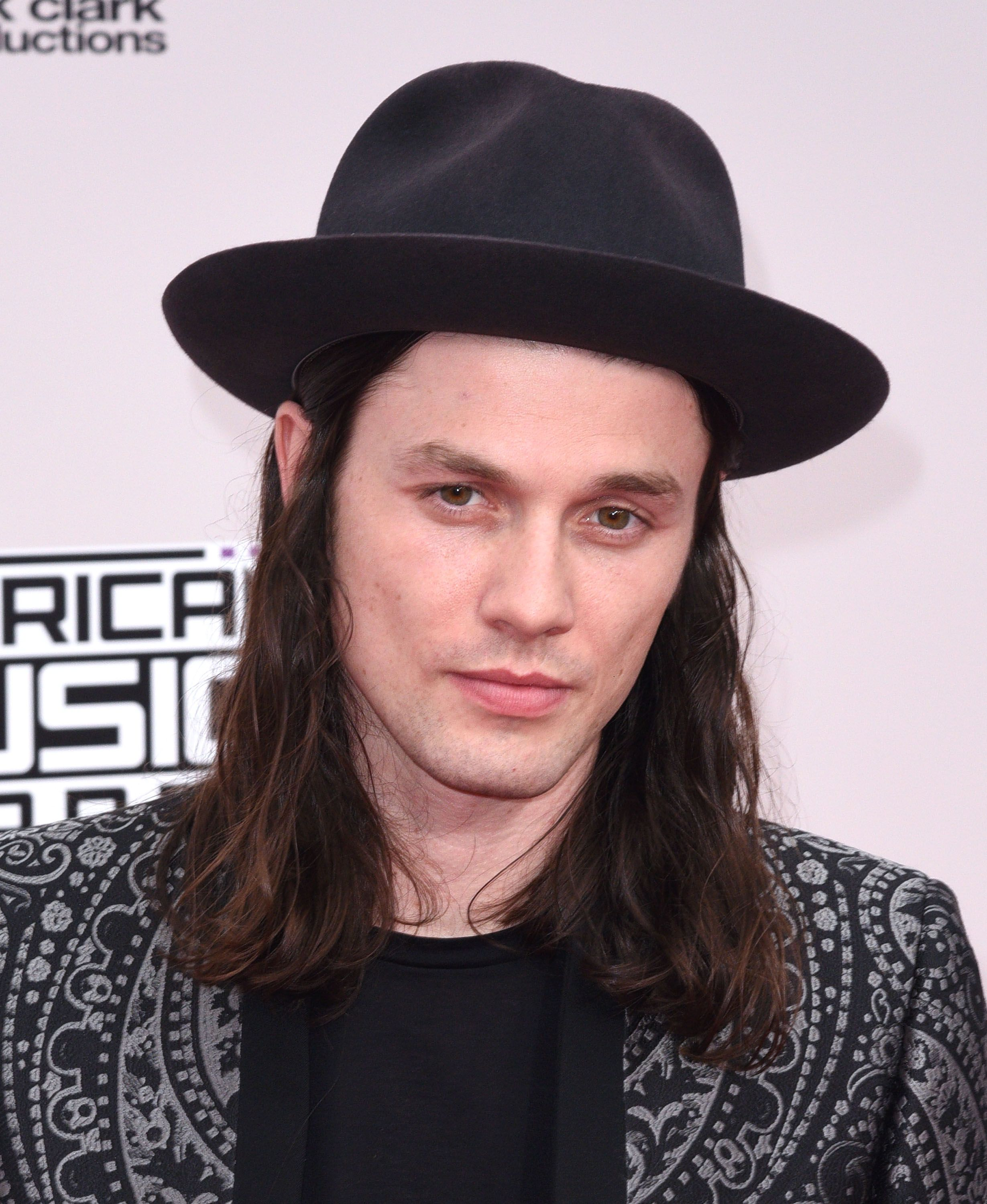 Icymi james bay has cut off all his hair and he looks so different winobraniefo Image collections