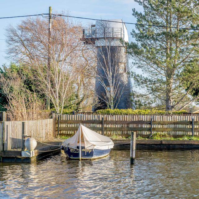rent a james bondthemed windmill in norkfolk