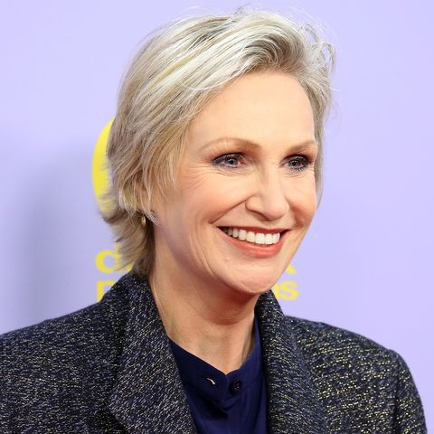 Exactly How Jane Lynch Looks So Amazing at 58