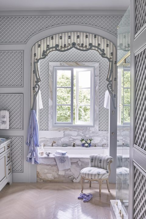 a structural pelmet with grosgrain appliqué complements the stone veining tub surround