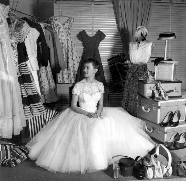 janette scott actriz 1954 armario equipaje festival cannes harper's bazaar