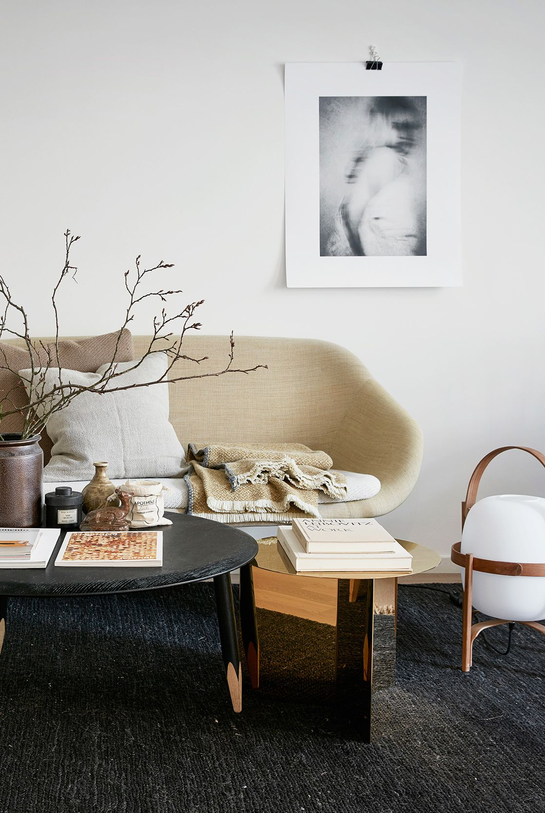 23 Minimalist Living Room Ideas That Make Us Want to Purge Everything