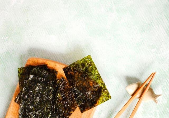 japanese or korean roasted seaweed snack roasted dried seaweed healthy snack copy space