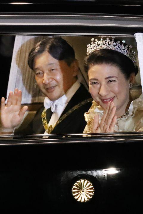 Naruhito y Masako a su llegada al palacio imperial de Tokio