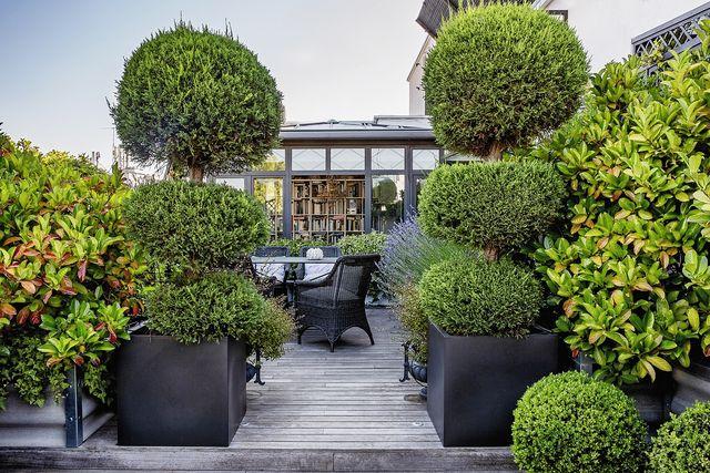 ático dúplex en madrid  terraza con comedor de exterior