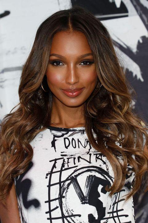 Hair, Hairstyle, Long hair, Eyebrow, Brown hair, Beauty, Layered hair, Fashion, Black hair, Lip,