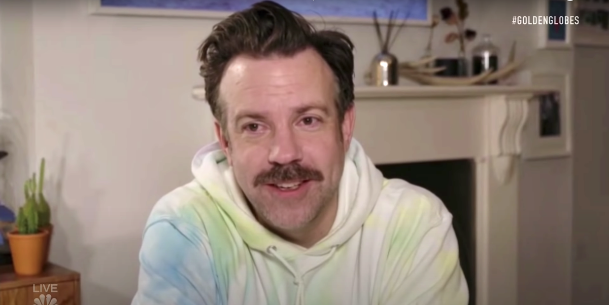 Jason Sudeikis' Golden Globes Sweatshirt Was a Hit