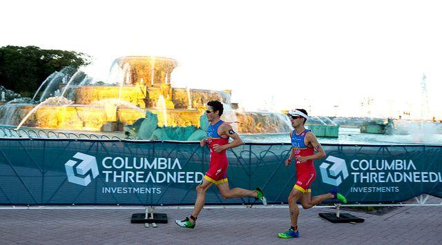 javier gómez noya y mario mola corren en un triatlón disputado en chicago