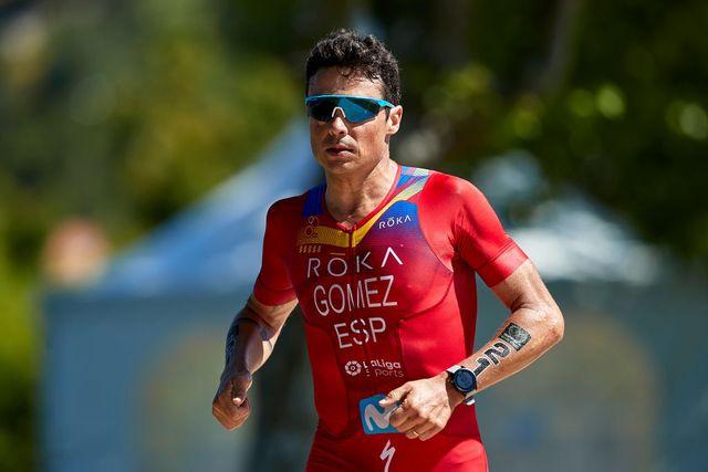 javier gómez noya corre durante una de las etapas de las series mundiales de triatlón