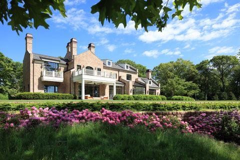 Estate, Property, House, Home, Building, Mansion, Natural landscape, Garden, Real estate, Manor house,