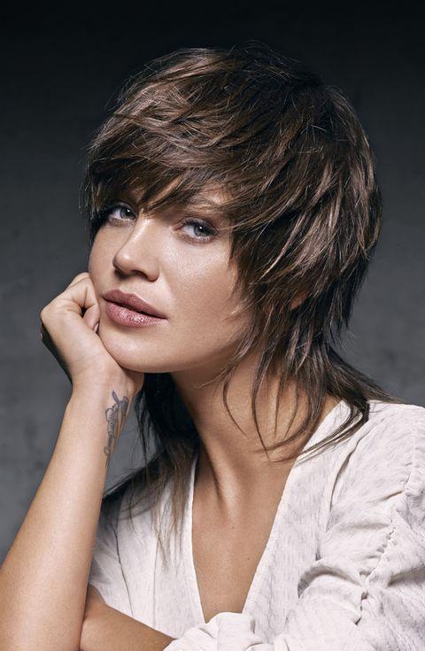 Hair, Face, Hairstyle, Chin, Layered hair, Beauty, Brown hair, Eyebrow, Skin, Lip,