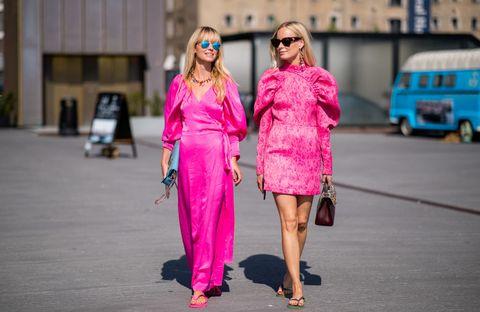 2019コペンハーゲン春夏コレクションに登場したジャネット・マデセンとソーラ・ヴァルデマールのストリートスナップ