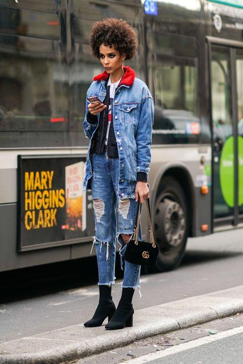 d36475ce2fa33 Moda jeans 2018  il look dello street style ti dice come portarlo