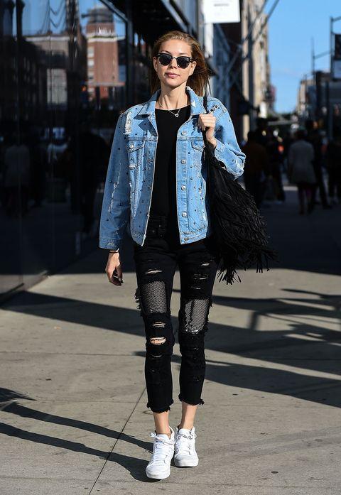 I jeans strappati da donna sono sempre trendy e nelle versioni a vita alta e a vita bassa sono un evergreen, ecco le idee moda per l'inverno 2018.