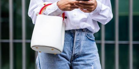 Jeans moda inverno 2019  25 modelli per l autunno inverno 2018 2019 9bc4c3df4cb
