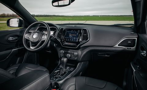 Jeep Compass Vs Jeep Cherokee >> 2019 Jeep Cherokee Vs 2019 Jeep Compass Which Is The Better