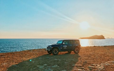 Vehicle, Car, Natural environment, Sky, Off-roading, Sea, Landscape, Beach, Off-road vehicle, Sand,