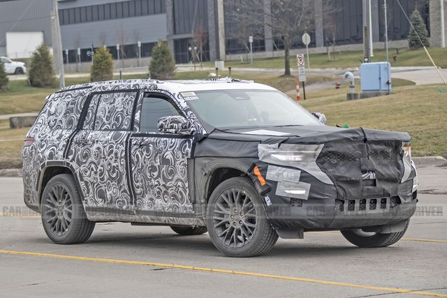 2022 jeep grand cherokee three row spied
