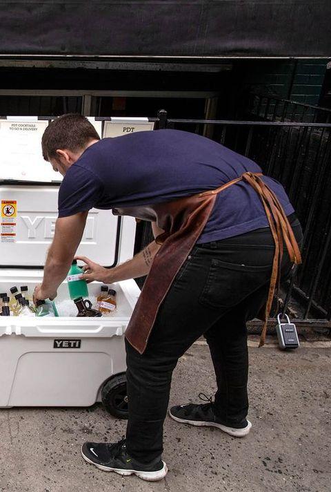 Des entreprises ferment des magasins à l'échelle nationale en réponse à la pandémie de coronavirus
