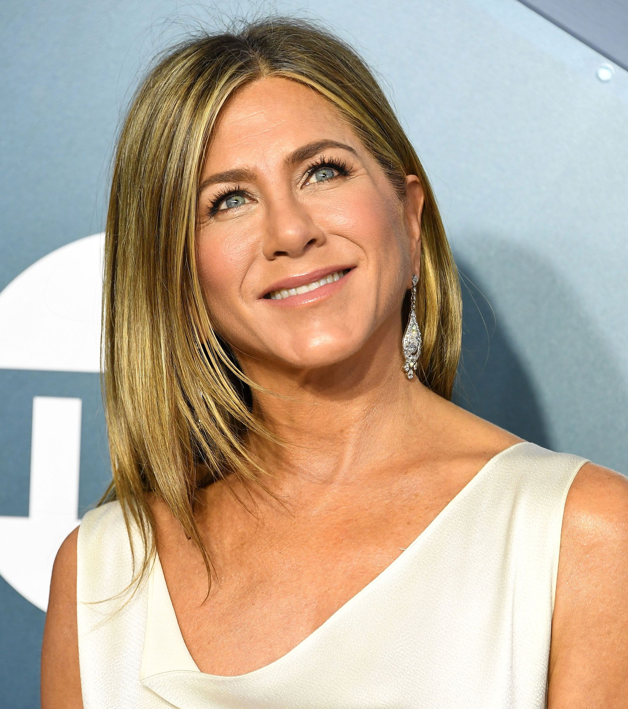 Jennifer Aniston S Emmys Beauty Prep Is So Relatable