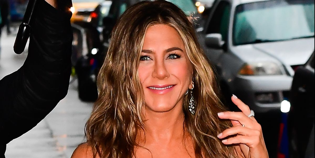 Jennifer Aniston's hairstylist on creating her perfect tousled waves - harpersbazaar.com
