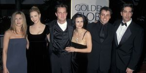 Jennifer Aniston, Lisa Kudrow, Matthew Perry, Courteney Cox, Matt LeBlanc and David Schwimmer van 'Friends' tijdens de 55ste Golden Globes Awards
