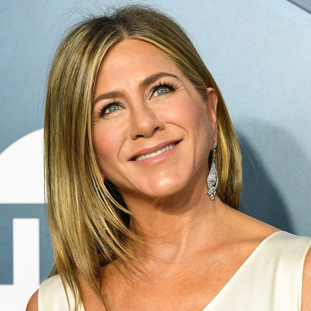Jennifer Aniston just posted a no makeup selfie and how is she 52