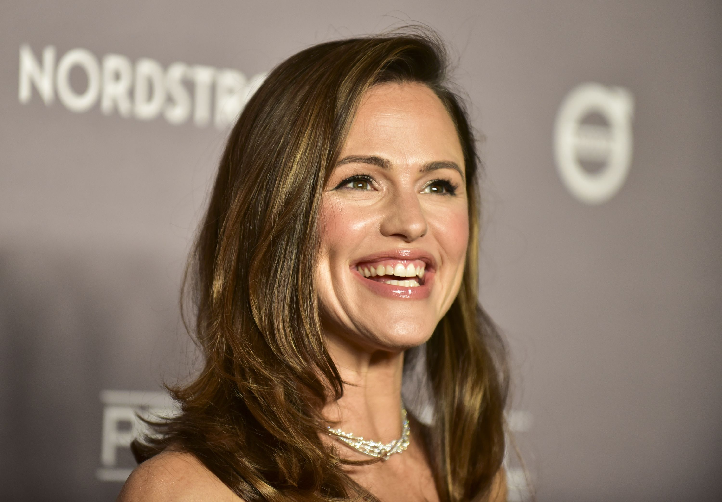 Jennifer Garner Accidentally Ordered a Christmas Tree Made for a Giant
