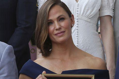 La actrizJennifer Garner recibe suestrella en el Paseo de la Fama de Hollywood.