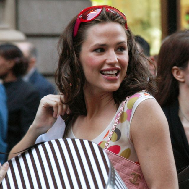 Jennifer Garner, laden with shopping bags, prepares to get i