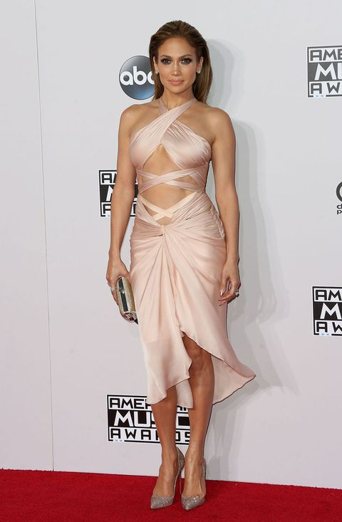 Jennifer Lopez shows off abs in a Reem Acra dress at the