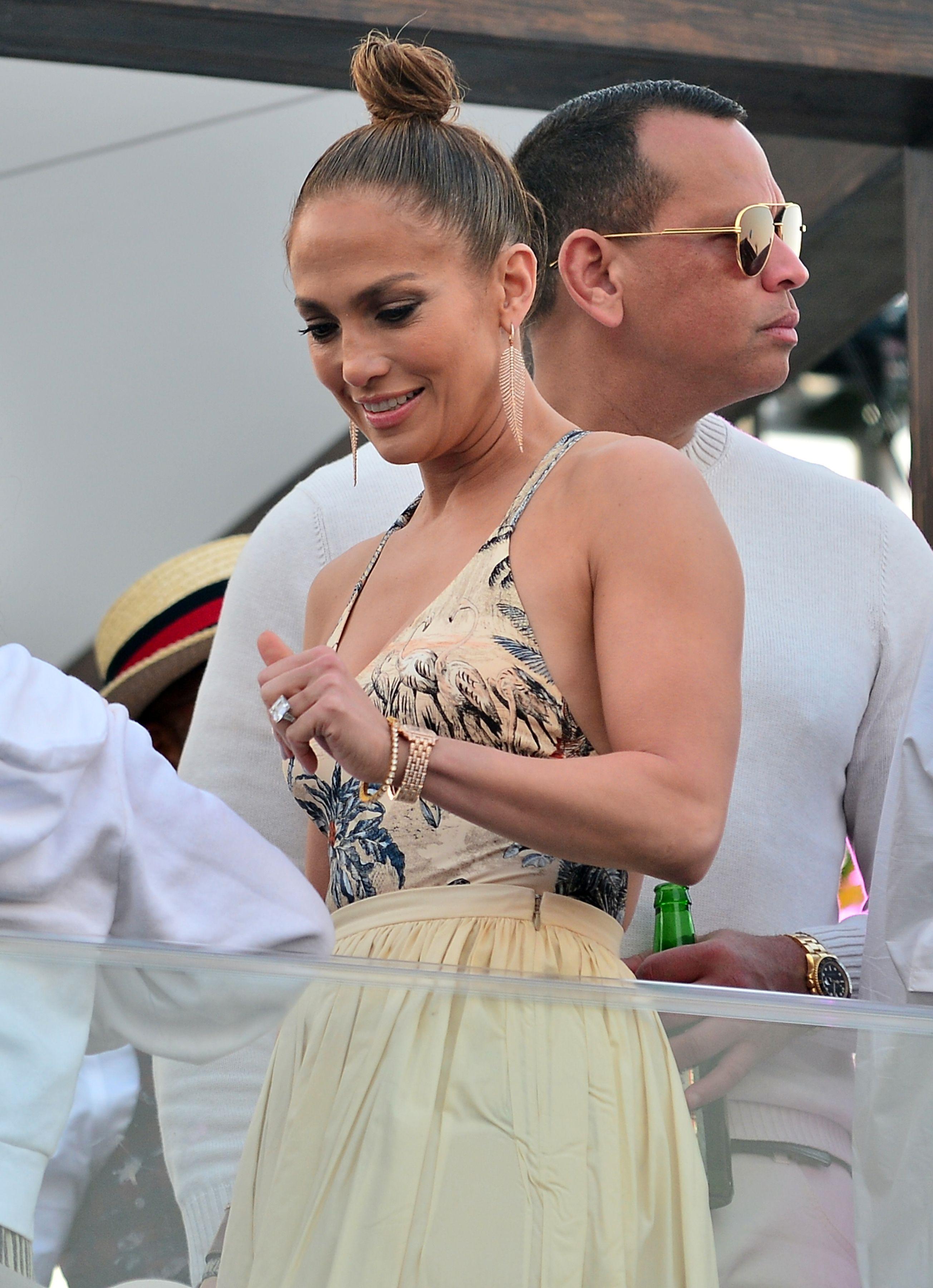 Jennifer Lopez Rocks A Chic Lounge Outfit By Naked Cashmere