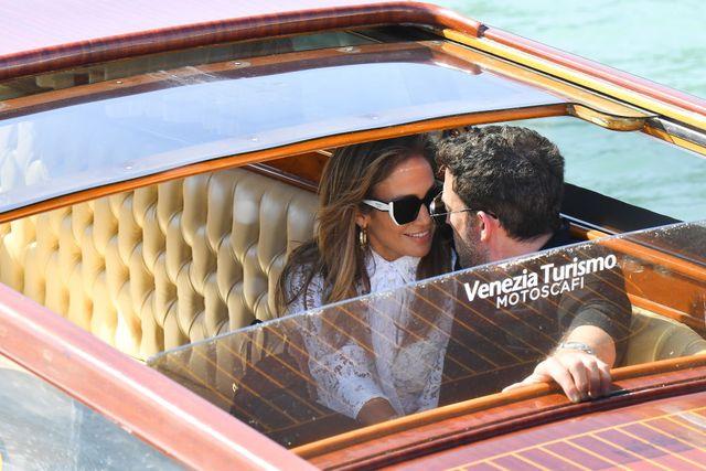 jennifer lopez y ben affleck llegan al festival de venecia