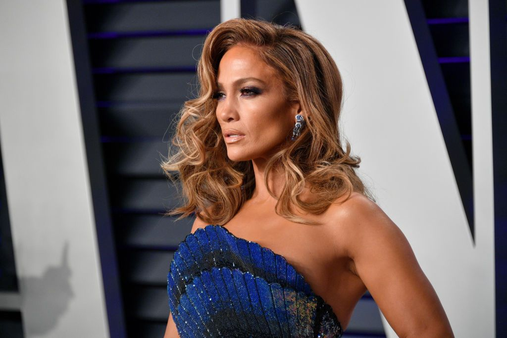 df4e03b4851 Jennifer Lopez Uses Neutrogena Body Mist Sunscreen For Her Glow