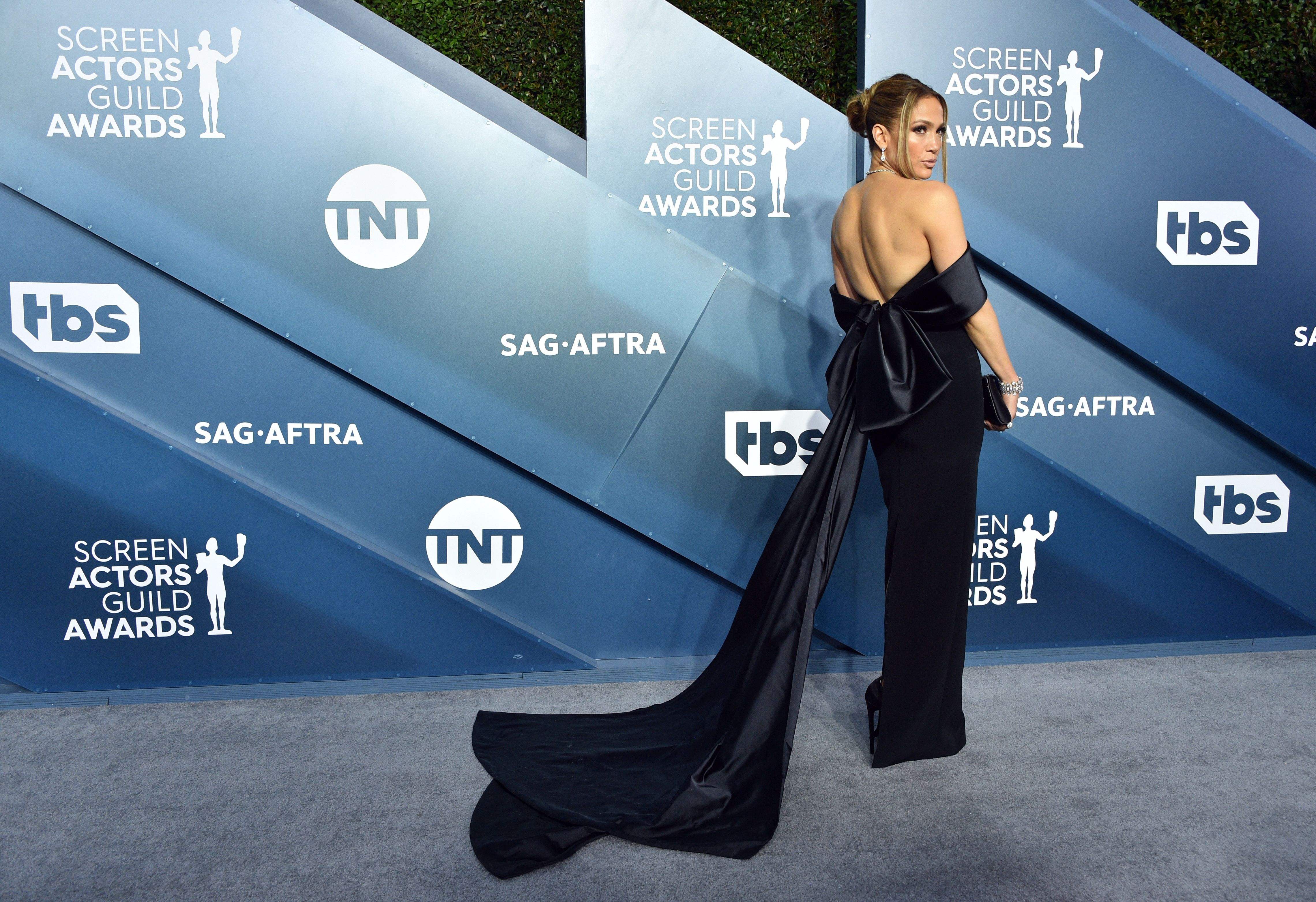 Jennifer Lopez Wraps It In a Bow at the SAG Awards