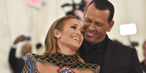 Jennifer Lopez and Alex Rodriguez makes the 'couple challenge'.
