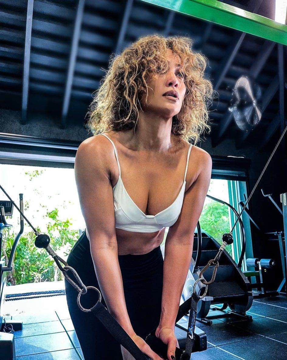 Jennifer Lopez's Morning Workout Is The Motivation You Need For A 2021 Fit  - Bullfrag