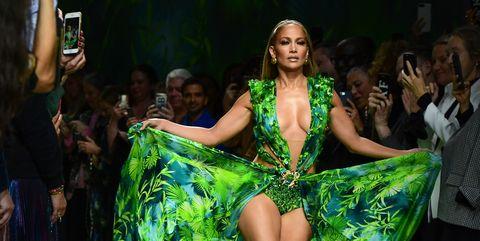 Jennifer Lopez Luce 20 Años Después Su Icónico Vestido De