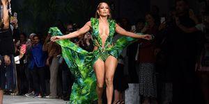 Jennifer Lopez驚喜現身Versace米蘭時裝週2020春夏大秀